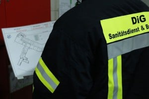 DiG Werkfeuerwehr-DiG Sanitätsdienst-Unser Sanitätsdienst bietet zum Beispiel: - Brandsicherheitswache für Baustellen, Industrieanlagen, Veranstaltungen & Theater - Betriebssanitäter für Baustellen und Industrieanlagen - Sanitätscontainer / Erste-Hilfe Container gemäß BGI 509 / ASR 4.3 - Ausbildung zum Brandschutzhelfer / Brandschutzhelfer-Kurs (im Sinne der DGUV-I 205-023)