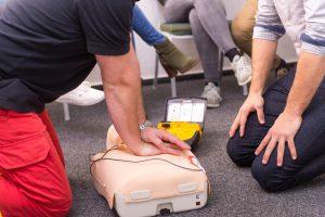 Richtiger Umgang mit AEDs - automatisch externer Defibrillator